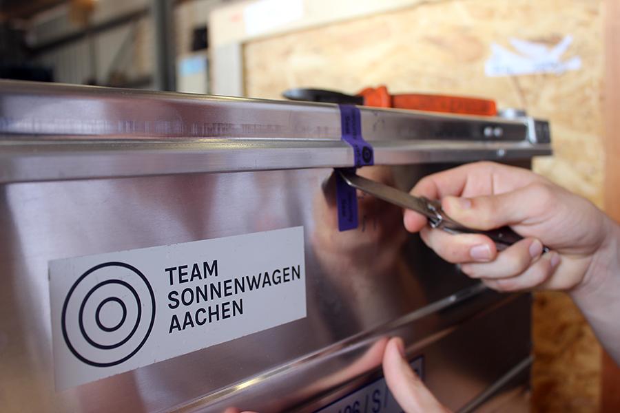 ALEX BREUER Security Seal für Gefahrgutverpackungen / Lithiumbatterien – Sponsor Projekt Sonnenwagen RWTH Aachen